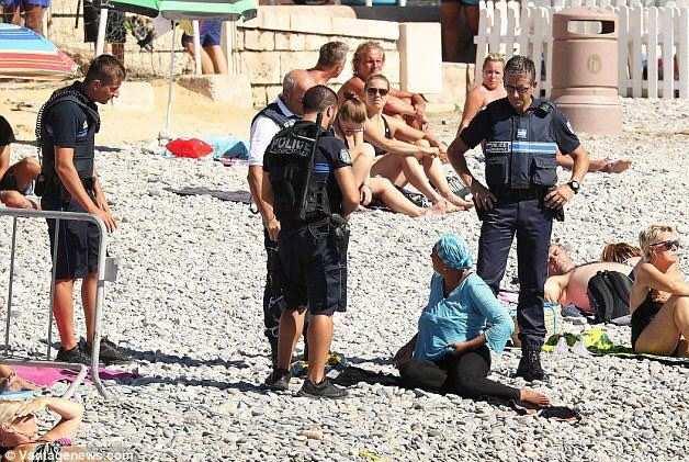 2022564_affaire-du-burkini-la-polemique-enfle-apres-la-publication-de-photos-web-0211226179599.jpg