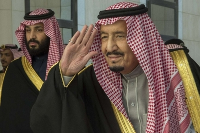 crown prince bin salman king salman saudi afp dec 2017.jpg